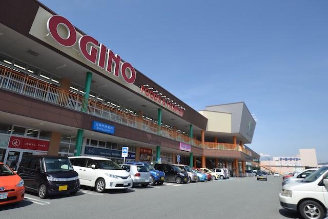 「ライフガーデンにらさき」の核テナント「オギノ韮崎駅前店」