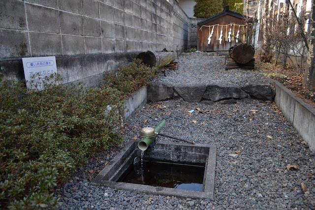 旧林家住宅近くの「小和田湧水」
