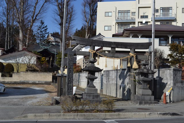 岡谷駅近くにある岡谷十五社神社