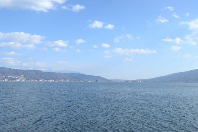 諏訪湖東方の上諏訪方面を望む