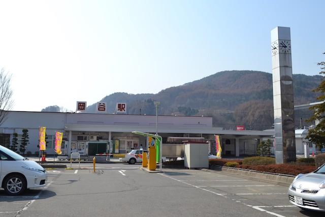 岡谷駅前駐車場(駅舎は旧デザイン)