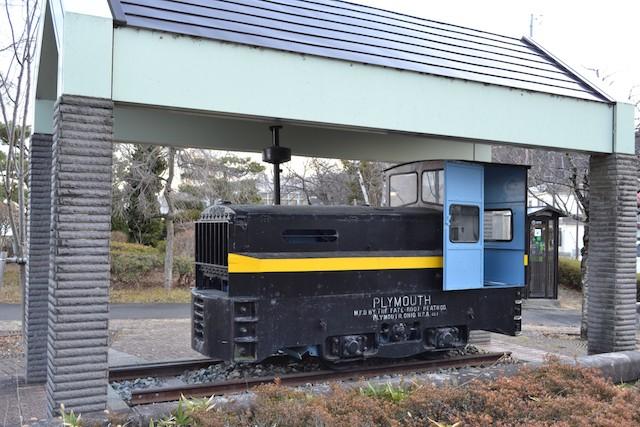 釜口水門横に展示されている米国製ガソリン機関車