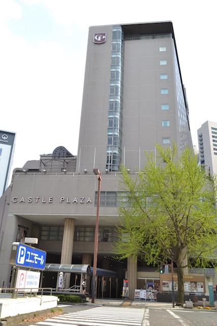桜通沿いのホテル「キャッスルプラザ」と地下街「ユニモール」入口
