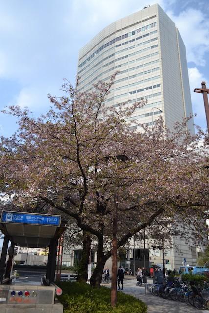 国際センター駅1番出入口と名古屋国際センタービル