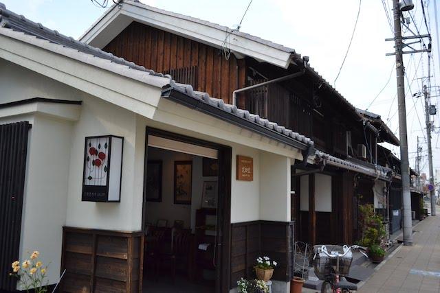 浅間神社の近くにある町家を活用した「四間道散策ギャラリー 花御堂」