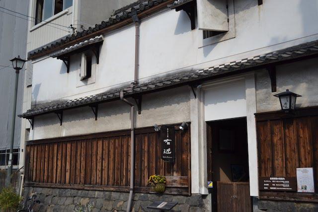 四間道沿いの土蔵を活用した和食レストラン「四季の蔵 右近」