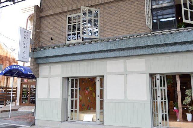 喫茶・ゲストハウス「なごのや」とボルダリングハウス「KNOT」の複合施設「那古野ハウス」