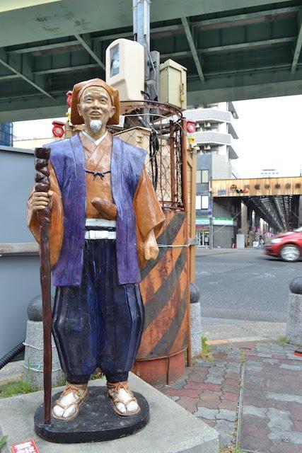 円頓寺交差点の4人目の像はなぜかフルカラーのなぜか水戸光圀公