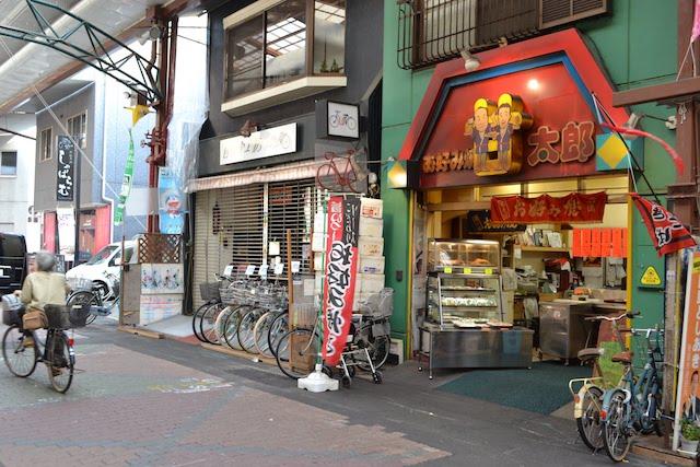 持ち帰りのお好み焼きやお手頃価格の惣菜が人気の「甘太郎本舗」