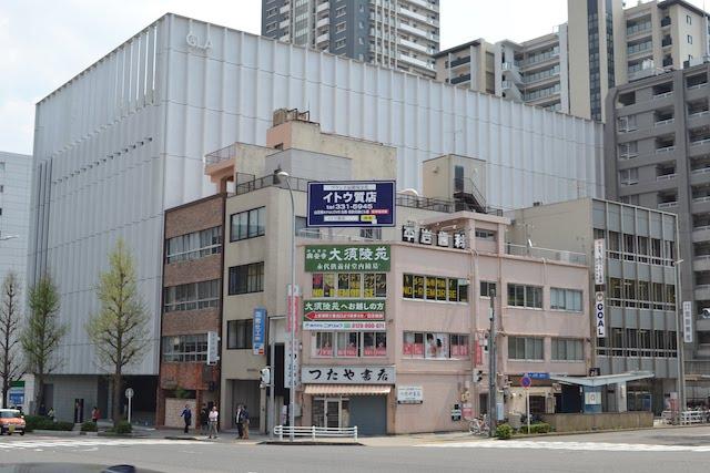 上前津駅3番出入口前にある古本屋「つたや書店」