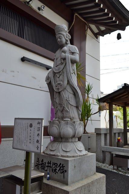 萬松寺境内にある徳川春姫ゆかりの「御深井観音」