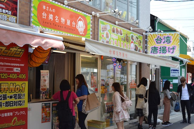 東仁王門通商店街で若い女性の行列が絶えない「李さんの台湾名物屋台」