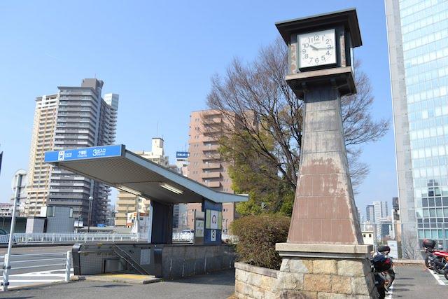 錦通のJR跨線橋東側にある地下鉄東山線3番出入口