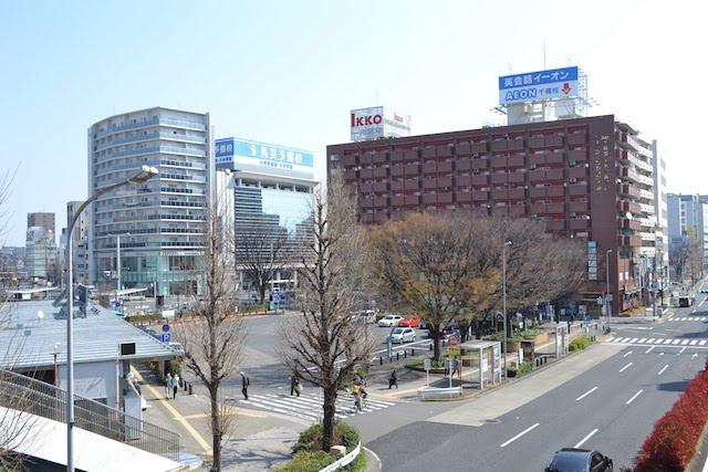 広小路通と錦通に挟まれた千種駅ロータリーと「千種ターミナルビル」