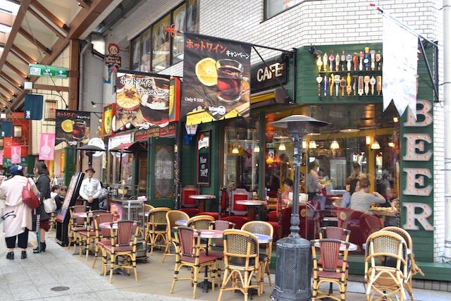 豊富な種類のビールをテラス席でも楽しめる「イスタンブールカフェ 大須店」