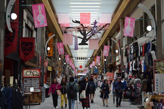 古着店や呉服店が多い万松寺通商店街のアーケード
