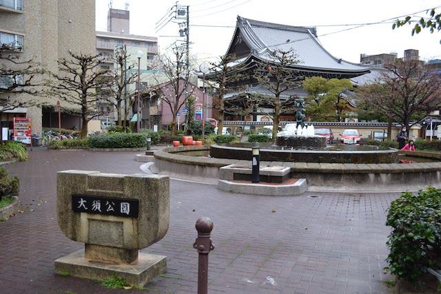 大須商店街の中心に位置する噴水がある大須公園