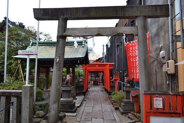 富士浅間神社の隣にある「まねき稲荷」