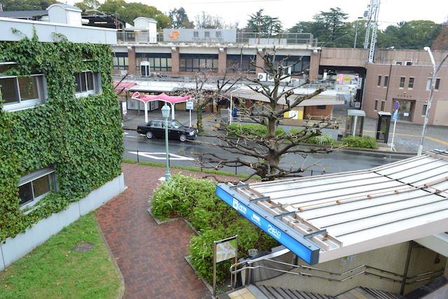 JR鶴舞駅公園口と地下鉄鶴舞駅2番出入口