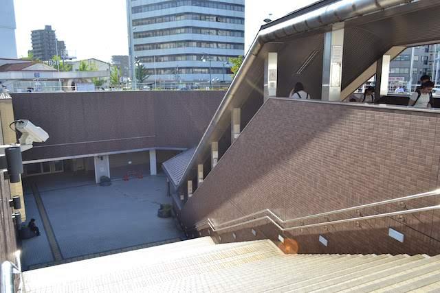 大曽根駅前地下街「オズガーデン」の広い入口階段