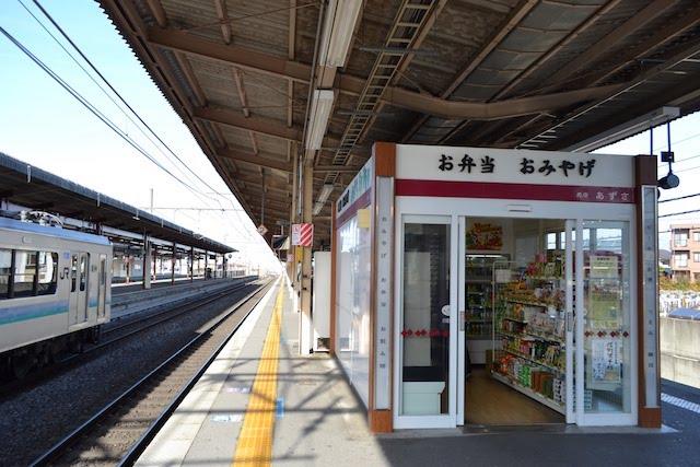 塩尻駅ホームの売店「あずさ」