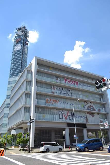 自社制作のワイド番組「ドデスカ!」「UP!」などをPRする東別院駅前のメ~テレ本社