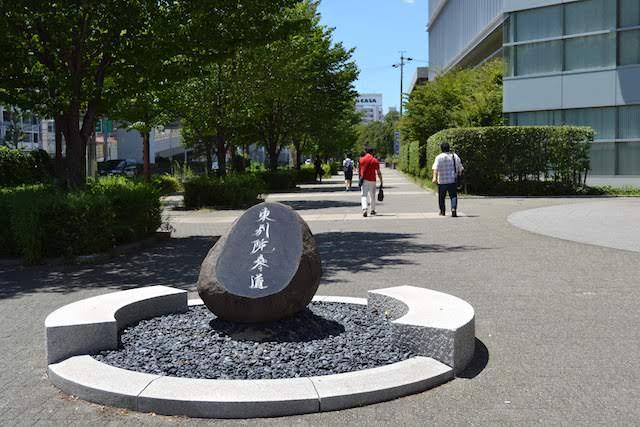 東別院駅前のメ~テレ本社前から整備されている遊歩道「東別院参道」