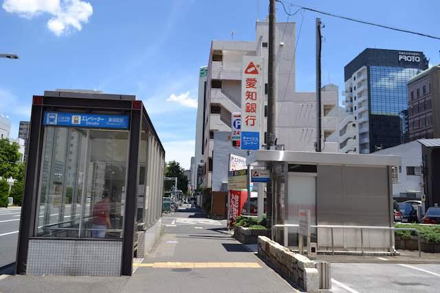 新栄駅エレベーターと右奥に見える中古車情報誌発行会社「プロトコーポレーション」本社
