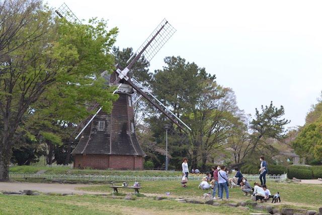 名城公園のシンボル、オランダ風車