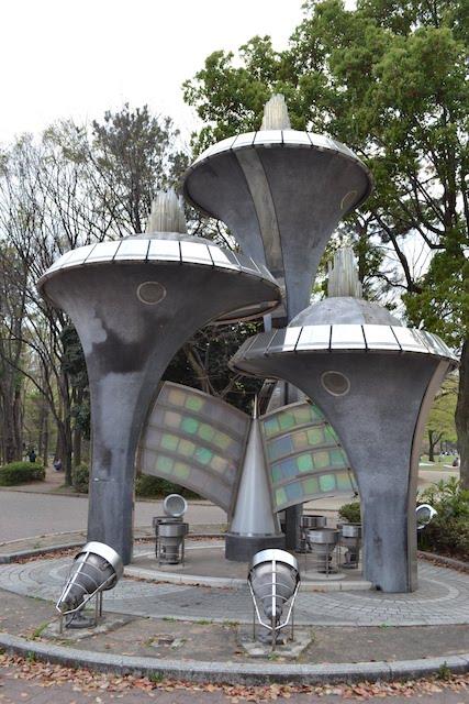 名城公園に1988(昭和63)年に設置されたオブジェ「百合の詩」