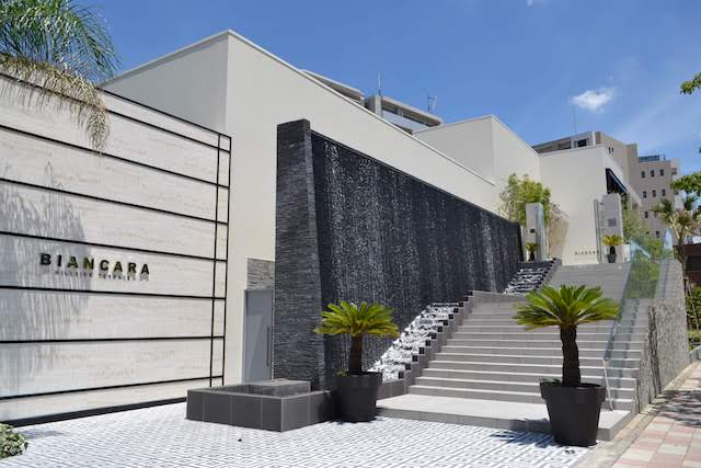 高岳駅近くの開放的な結婚式場「ビアンカーラ・ヒルサイド・テラス」