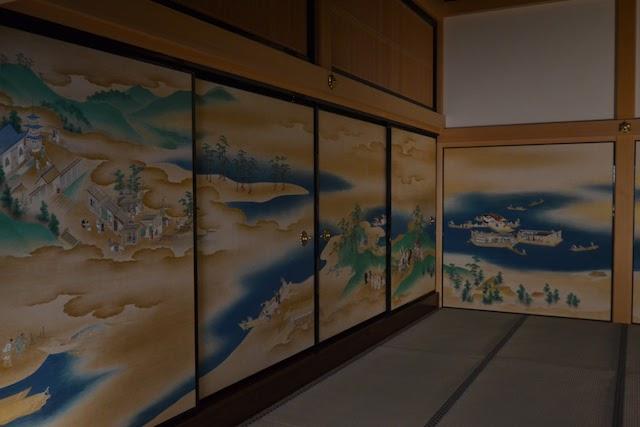 対面所次之間のふすま絵は紀州和歌山の紀三井寺、玉津島神社など海沿いの風景を描いた風俗画