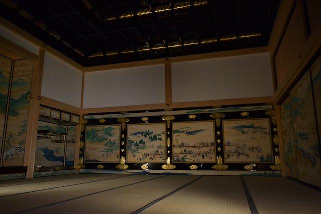 対面所上段之間のふすま絵は洛中(京都)の風景と庶民の生活を描いた風俗画