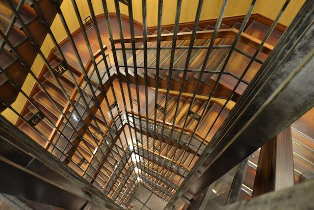 名古屋城天守閣のらせん階段