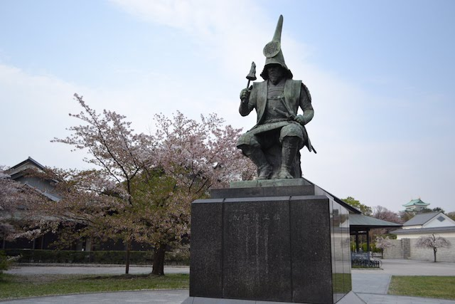 名古屋城能楽堂前にある加藤清正像