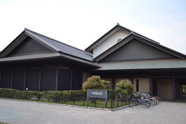 名古屋城正門前にある名古屋能楽堂