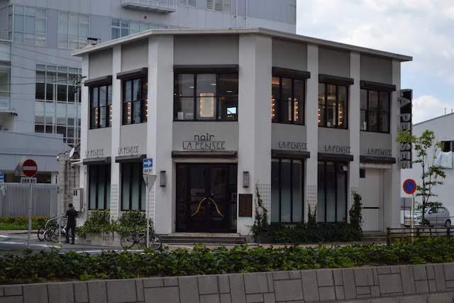 西区役所隣の江川通沿いにある美容室「LA PENSEE NOIR」