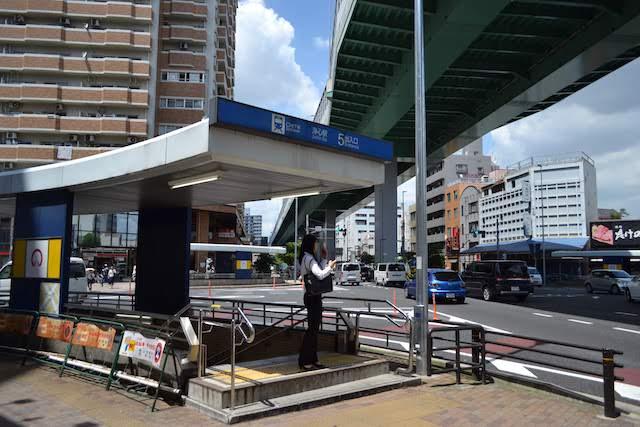 名古屋高速6号清須線・江川通と弁天通りの交差点にある浄心駅5番出入口