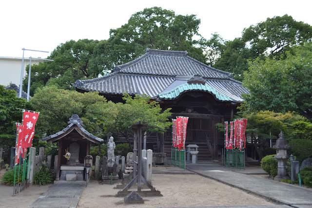 尼ケ坂駅の南にある武蔵国(埼玉県行田市)を由来とする長久寺