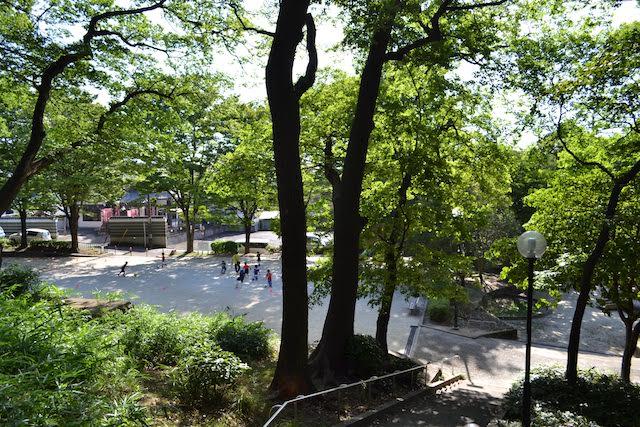 尼ケ坂駅前の尼ケ坂公園