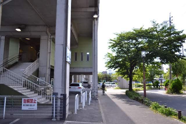 名鉄瀬戸線清水駅〜森下駅間の高架化に伴い設けられた緩衝側道