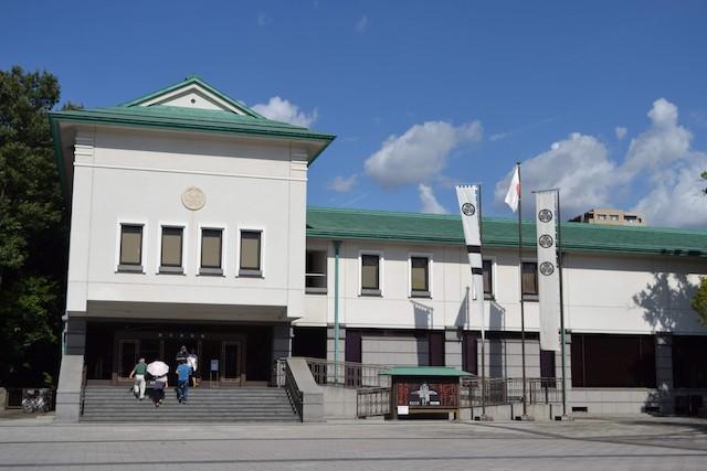 尾張徳川家の大名道具などを展示する1935(昭和10)年開館の徳川美術館