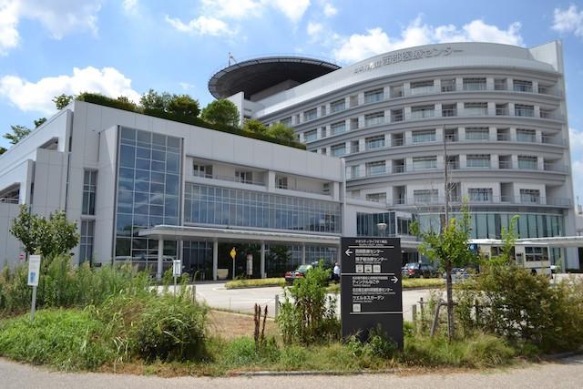 名古屋市立西部医療センター4階に見えるのは屋上庭園「ひだまりの丘」