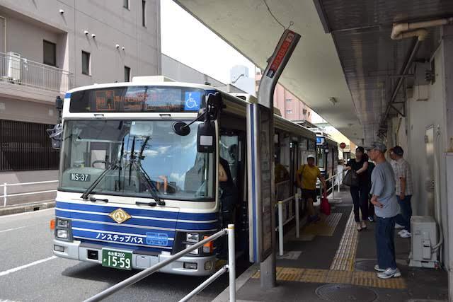 黒川バスターミナルに停車中の名古屋市バス「幹栄1系統 西部医療センター行」