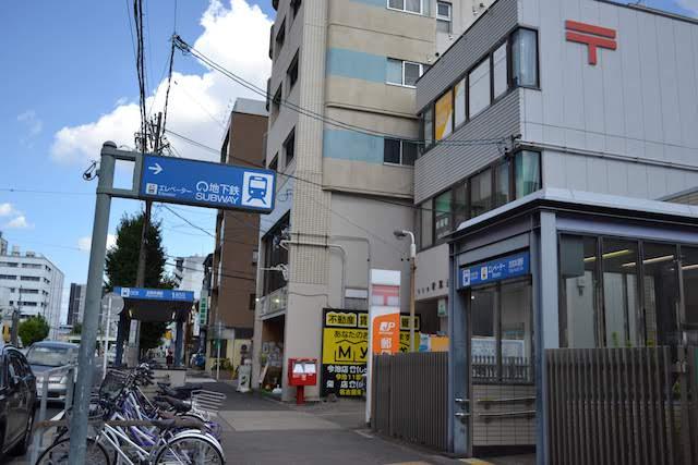 名古屋若葉通郵便局に面した志賀本通駅エレベーターと1番出入口