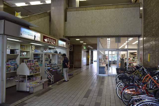 「名鉄上飯田ビル」でいまも営業している「上飯田売店」とスーパー「Mikawaya上飯田店」