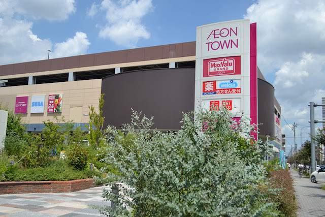 「マックスバリュグランド名西店」を核とするショッピングモール「イオンタウン名西」