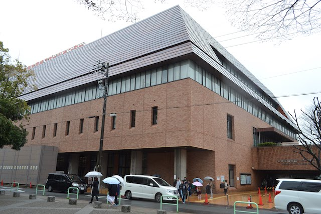 露橋公園西隣にある、スポーツ大会等の会場として使用される「露橋スポーツセンター」
