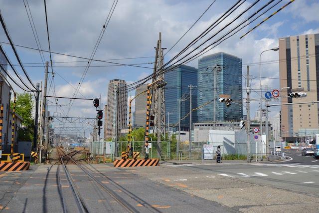 うめきた2期地区の南端にあたる東海道支線の西梅田一番踏切