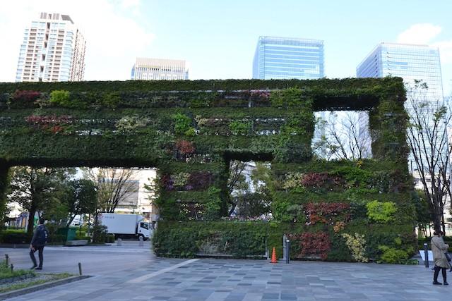 新梅田シティ入口につくられた、建築家・安藤忠雄プロデュースの緑化壁「希望の壁」